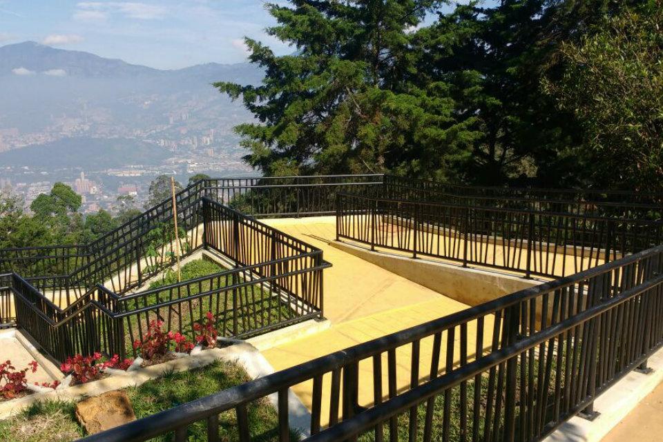 INDUACERAL S.A.S | Industrias del acero y el aluminio | Ecoparque Llanaditas | Metalmecánica Medellín | Estructuras metálicas Medellín | Carpintería metálica Medellín Colombia